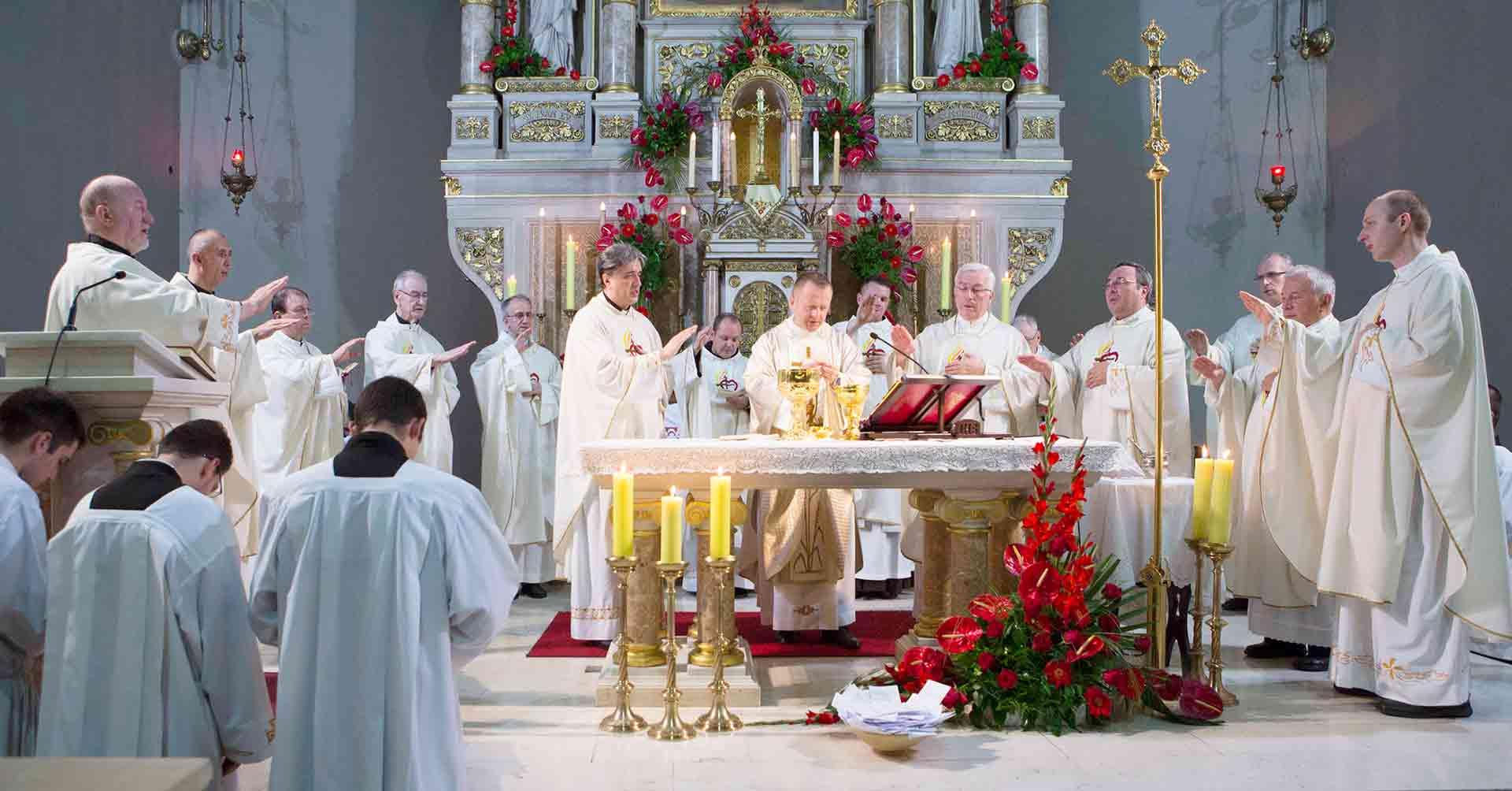 [FOTO] Tisuće ljudi na svetkovini Srca Isusova u bazilici u Zagrebu