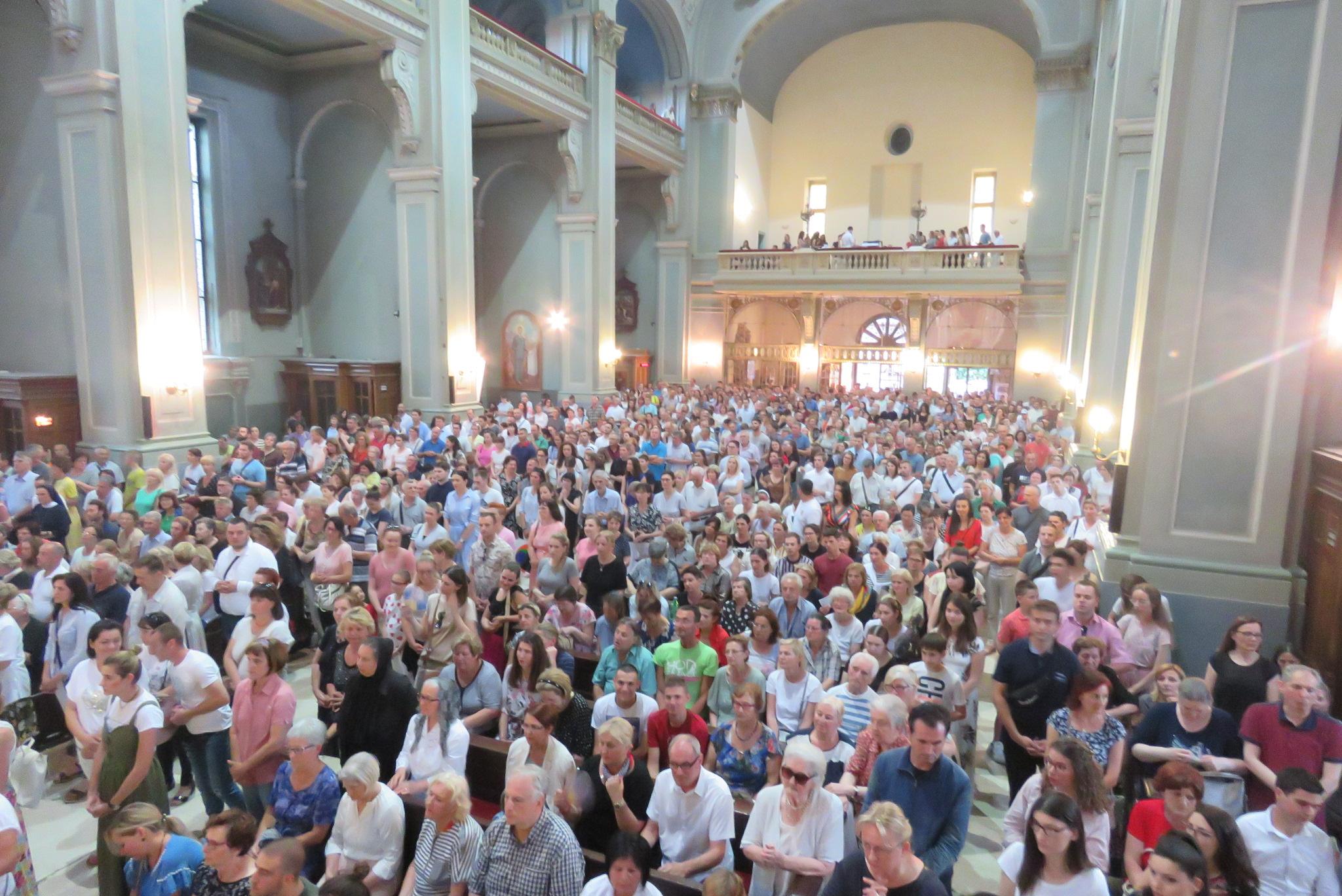 [FOTO] Tisuće vjernika u zagrebačkoj Bazilici proslavilo Presveto Srce Isusovo